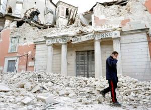 El Palacio del Gobierno en l'Aquila tras el terremoto